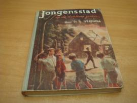 Jongensstad in de donkere jaren - Veringa, Th Tj