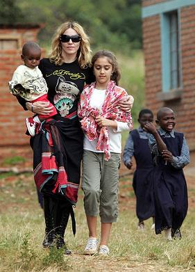 Madonna met afrikaanse kikoydoek