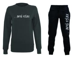 """Sweater met joggingsbroek """"and relax"""""""
