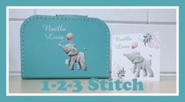 Kinderkoffer met items van het geboortekaartje