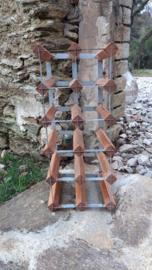 Oud flessenrek hout / ijzer