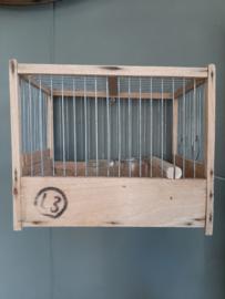 Oude houten vogelkooitjes + 2 drinkbakjes