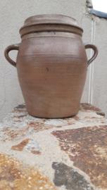 Brocante oude bruine grespot met deksel