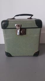 Oud groen Frans koffertje inclusief sleutel