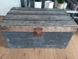 Industriële brocante oude grijze kist