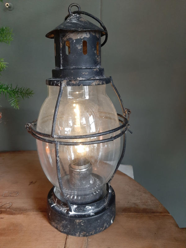Led stormlampje op batterijen.