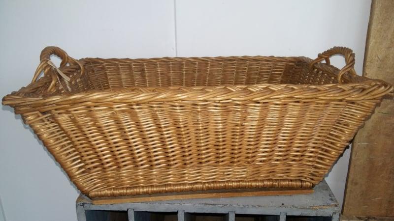 Brocante oude rieten mand