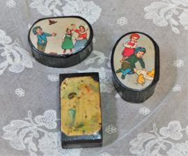 Drie doosjes met afbeelding