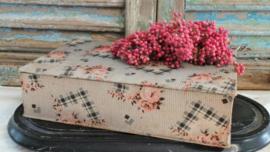 Stoffen doos met rozen VERKOCHT