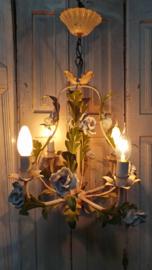 Hanglamp met porseleinen bloemen