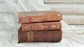 3 antieke boeken