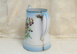 Koffiepotje met viooltjes