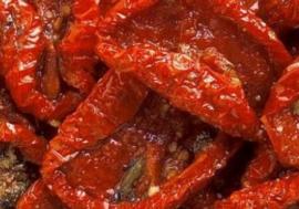Zongedroogde tomaten in olie. per 100 gr.