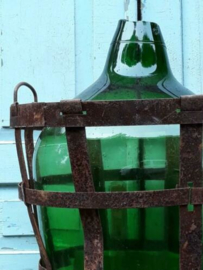 Oude Vintage Hongaarse Gistfles Zoutzuur Groen in Mand