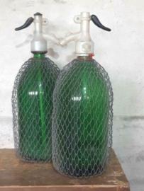 Oude Brocante Vintage XL Spuitfles Groen met Gaas