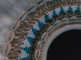 Oude Afrikaanse Maskers & Schelpenkettingen & African Art