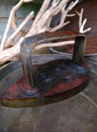 Oude Antiek Brocante Strijkijzer Mutsenbout