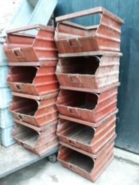 Oude Vintage Industriele Stapelbak Magazijnbak Rusland Rood