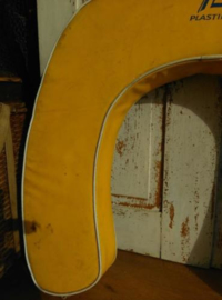 Oude Brocante Vintage Redddingsboei Hoefijzer Geel