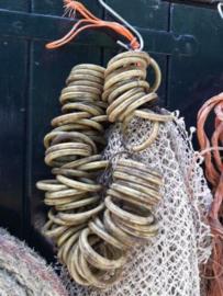 Oud Vintage Scheepstouw met Bundel Visnet Ringen