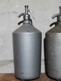 Oude Brocante Aluminium XL Spuitfles Sodafles