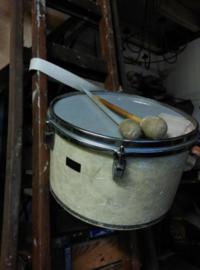 Oude Vintage Trommel met Stokken Viltbol
