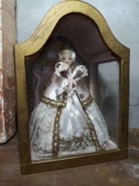 Oude Vintage Kapel Vitrine met Maria van Was met Brokaat