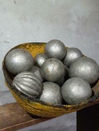 Oude Vintage Houten Metalen Bal Bol Gedecoreerd