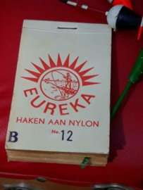 Oud Vintage Boekje met Haken en Nylon Lijnen Eureka