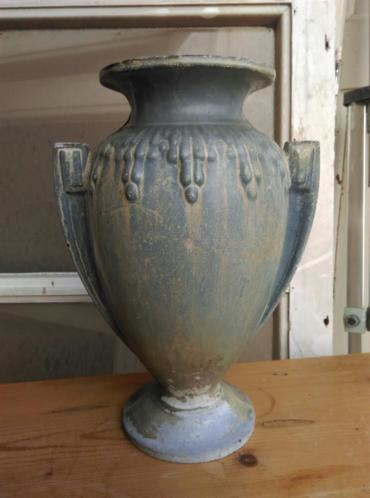 Antieke Gietijzeren Vazen.Oude Brocante Antiek Tuinvaas Geemailleerd Gietijzer