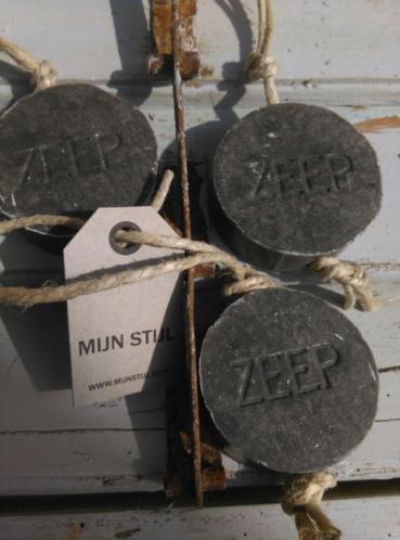 Puur Zeep Stoere Hanger Schijf  aan Touw Donkergrijs - Groene Thee
