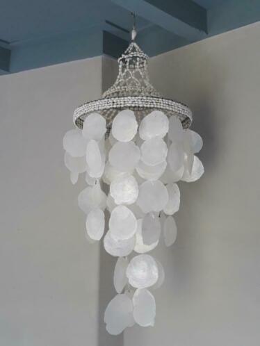 Kroonluchter Voor Waxinelichtjes.Unieke Kroonluchter Schelpenhanger Schelpenlamp Capiz