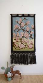 Handgemaakte vintage wandkleed met Magnolias. Unieke Boho wandversiering.