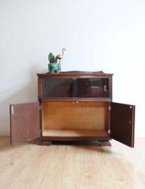 Antiek houten kastje met glazen deurtjes. Vintage dressoir, Art Deco?