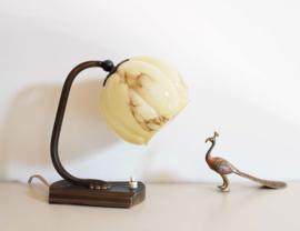 Vintage wand / bedlampje met glazen bol kap. Oud retro nacht/tafel lampje