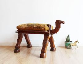 Vintage kamelen kruk met kussen. Houten Bohemien bankje / kameel voetenbank