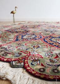 Rond vintage tapijt met bloemen. Handgemaakt  Oosters vloerkleed.