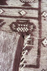 Handgemaakt vintage kleedje in bruin tinten. Retro wandversiering.