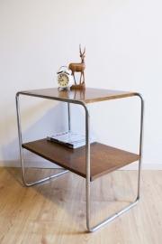 Vintage tafel in gispen stijl. Retro design (Marcel Brauer?) bijzettafel