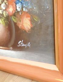Romantisch bloemstilleven in houten lijst. Mooi olieverf schilderij met rozen op doek