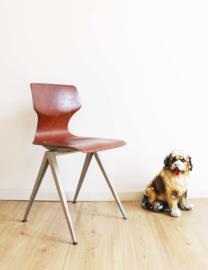 Coole vintage schoolstoel. Industriële retro stoel, hout/metaal