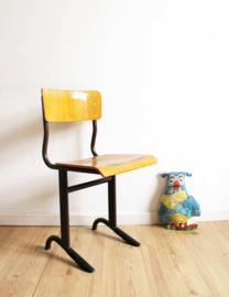 Vintage schoolstoel. Industriële retro stoel, zithoogte 42 cm.