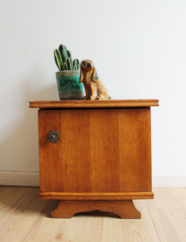 Klein vintage nachtkastje. Antieke houten kastje, Art Deco?