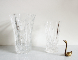 Set prachtige glazen vintage vazen. Twee retro vazen van dik glas.