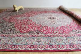 Groot wollen vintage kleed met bloemen. Bohemien tapijt o.a. roze en blauw