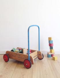 Vintage Tri-ang baby walker met blokken. Houten retro loopwagen/blokkendoos