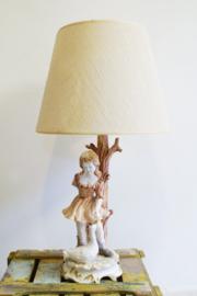 Tuttige vintage lamp van een meisje met gans. Keramieken tafellamp van Bassano