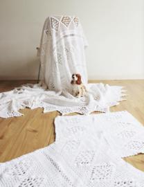 Grote witte vintage sprei met kussenslopen. Gehaakte boho deke/plaid