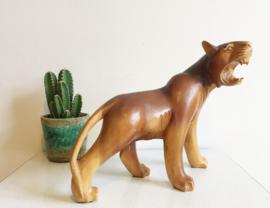 Houten vintage tijger/panter beeld. Handgesneden katachtig dier.