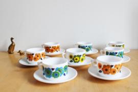 Set retro kop en schotels met bloemen - Arcopal. Vintage bloemetjes servies, Lotus
